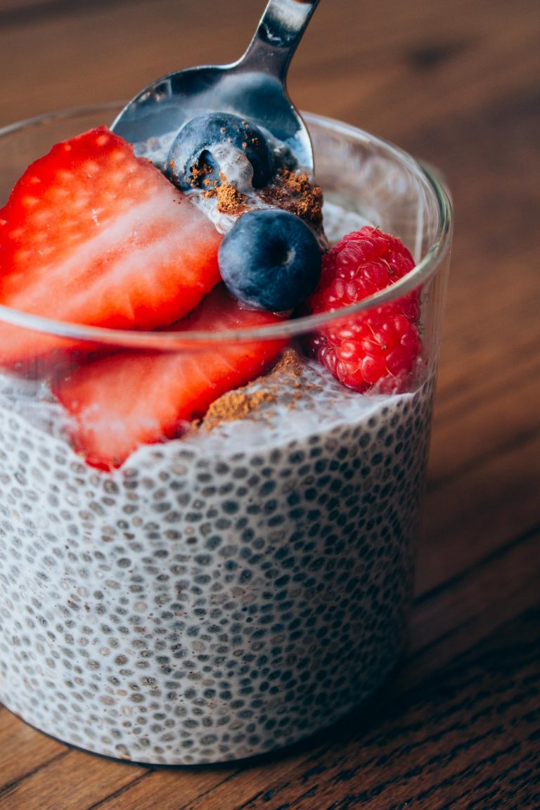 Berry_Vanilla_Chia_Seed_Pudding_04_web-768x1152